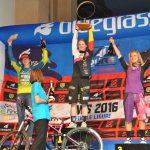 Siegerehrung der U21 Women Enduro Weltmeisterschaft (v.l.: Martha Gill (GBR), Raphaela Richter (GER), Julie Duvert (FRA))